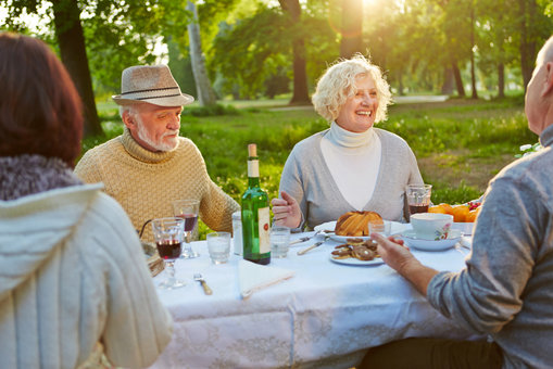 helping-older-adults-maintain-personal-relationships